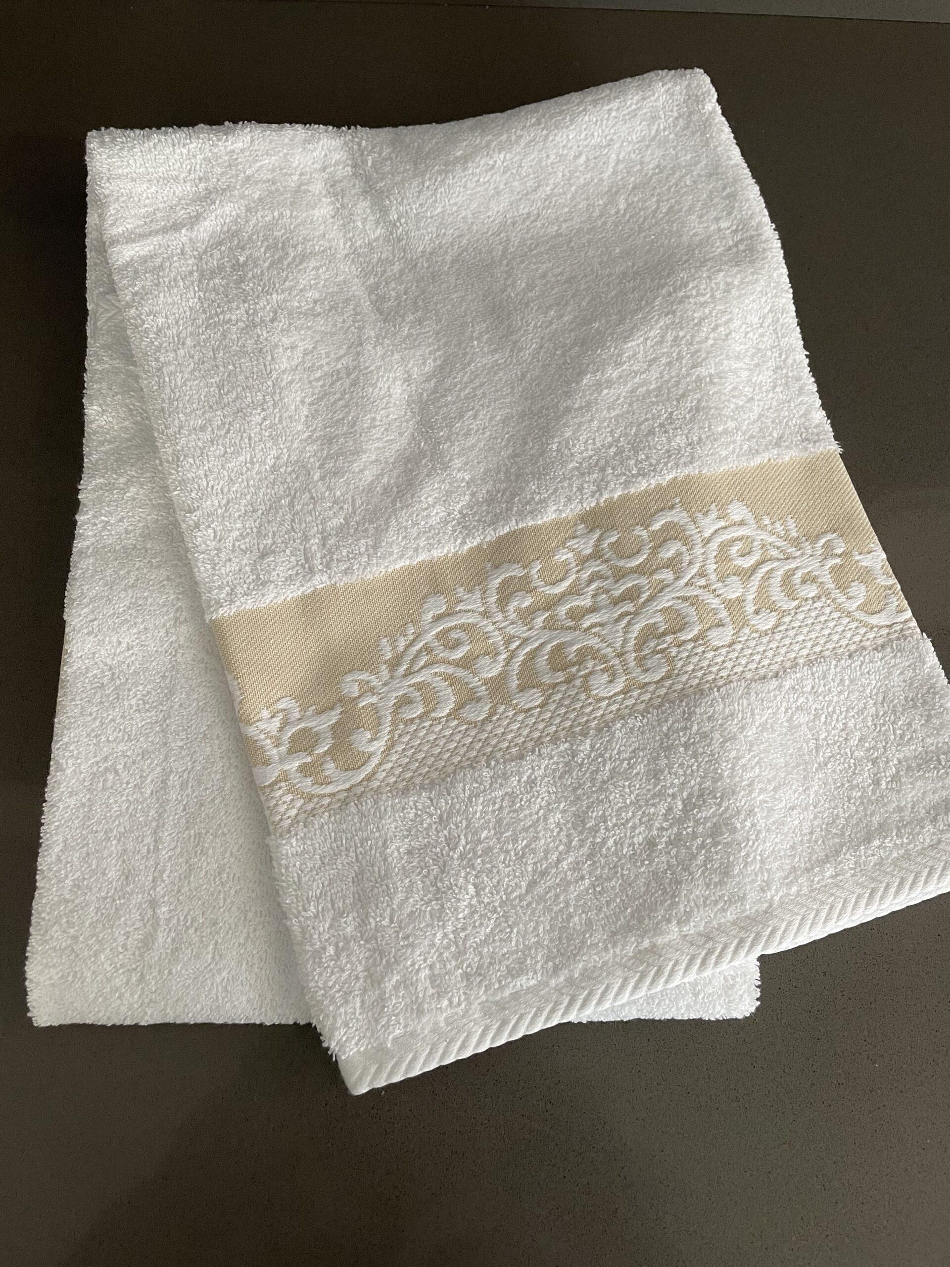 Asciugamani con decoro
