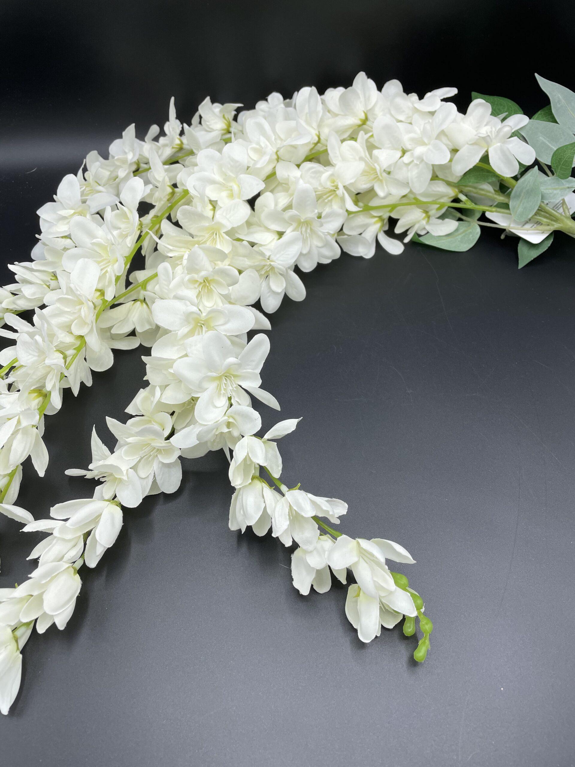 Cascata fiori bianchi