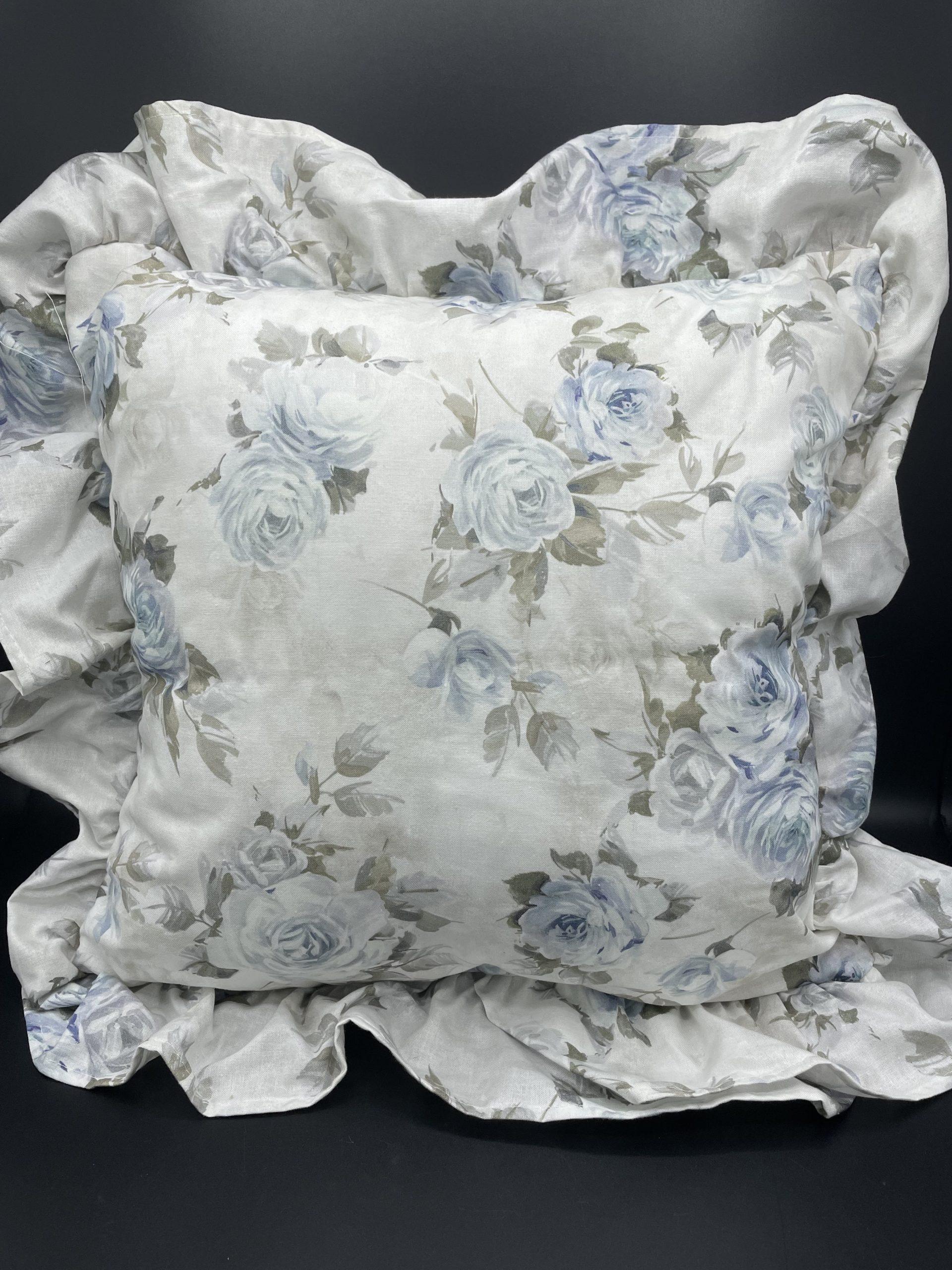 Cuscino quadrato volant rose azzurre
